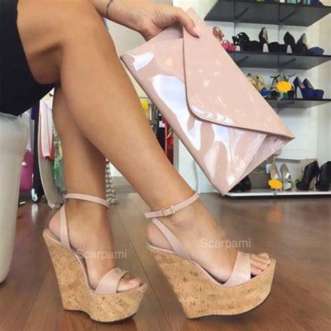 Sandals videos jpg 700x700